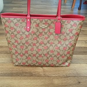 Coach Signature Reversible City Tote Crayon Hearts